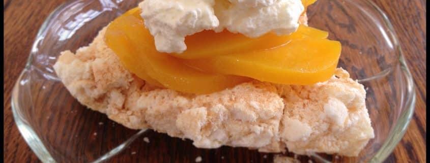 Marengs med fersken og citronflødeskum